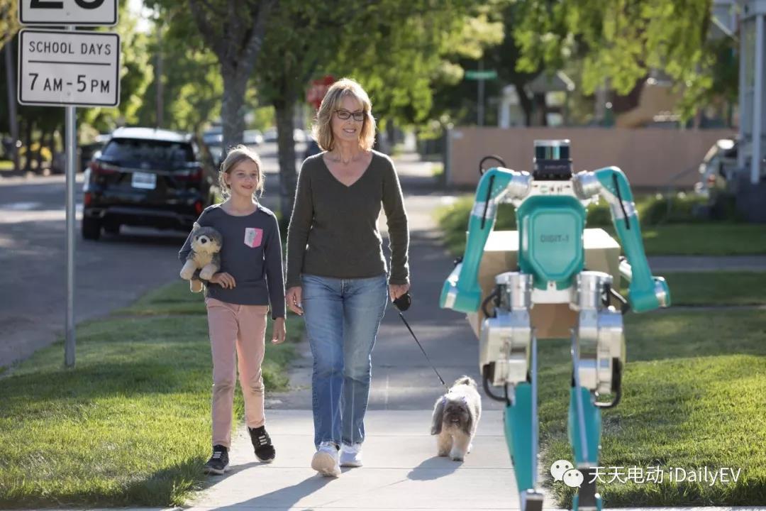 福特解锁快递上门新姿势,自动驾驶车搭配智能机器人