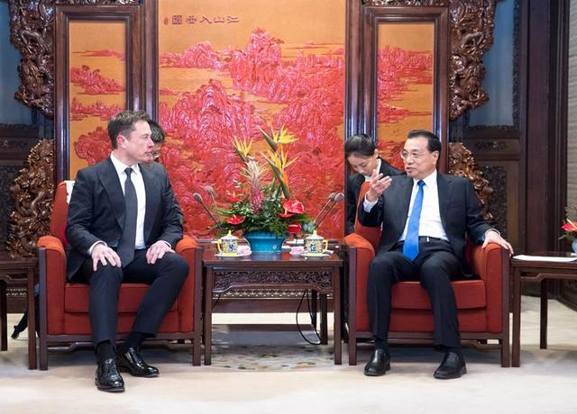 """车业微谈丨马斯克将获中国绿卡,特斯拉在中国能否一路""""绿灯""""?"""